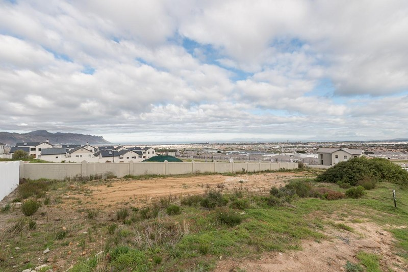 18 Properties and Homes For Sale in Somerset West, Western